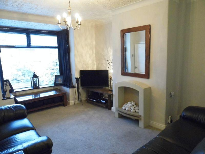 2 Bedrooms Semi Detached House for sale in Lynfield Mount, Shipley