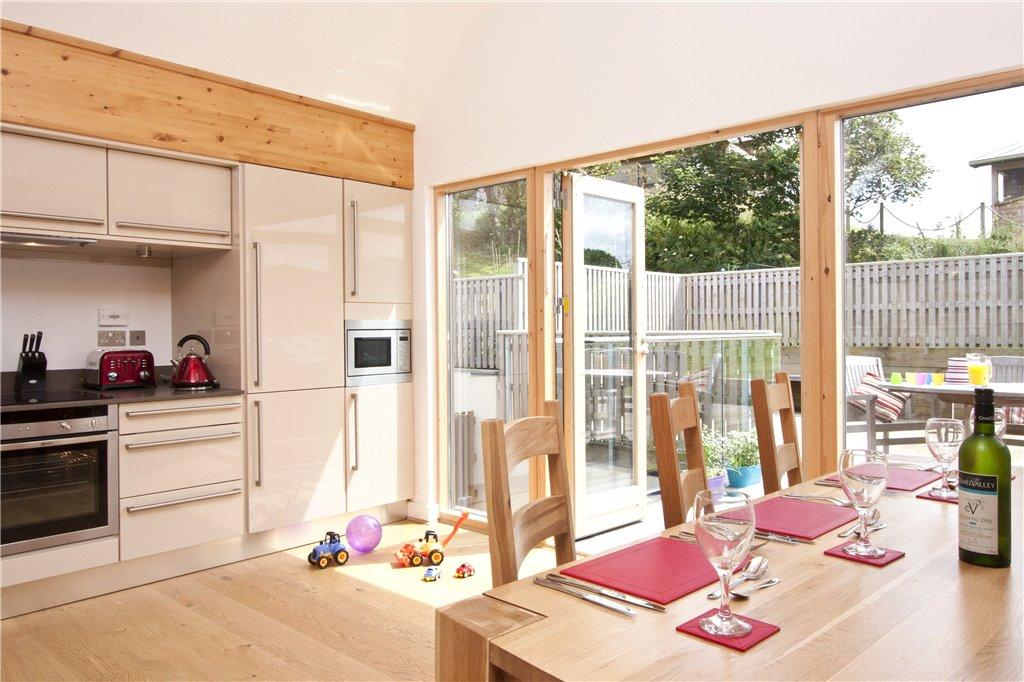 3 Bedrooms Detached House for sale in 34 The Bay, Talland Bay, Nr Looe, Cornwall