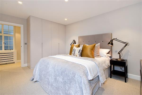 1 Bedroom Flat for sale in DRAYTON GARDENS, SOUTH KENSINGTON, SW10