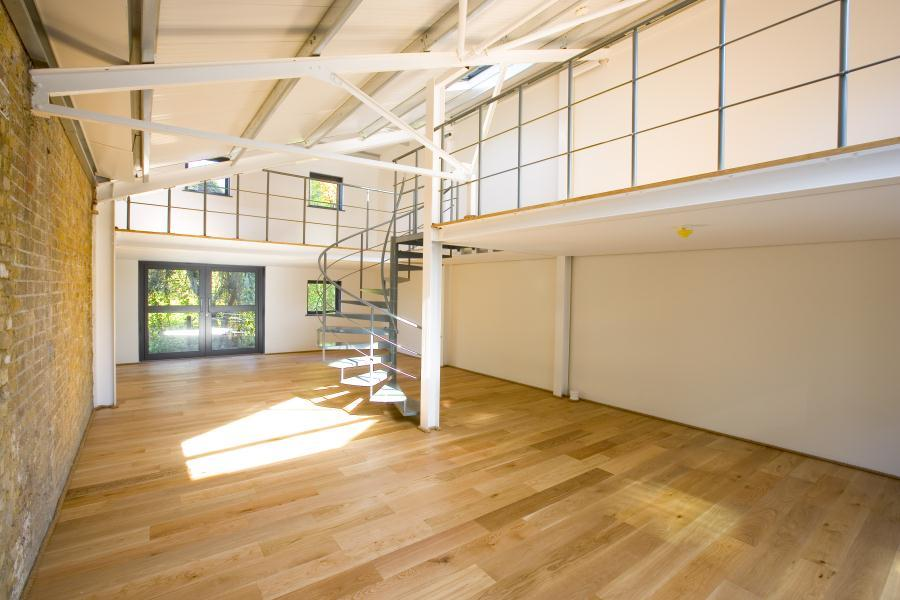 2 Bedrooms Flat for sale in Crane Mews, Twickenham, TW2