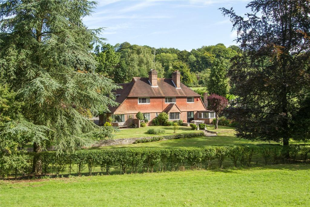 5 Bedrooms Detached House for sale in Puttenham Road, Seale, Farnham, Surrey, GU10