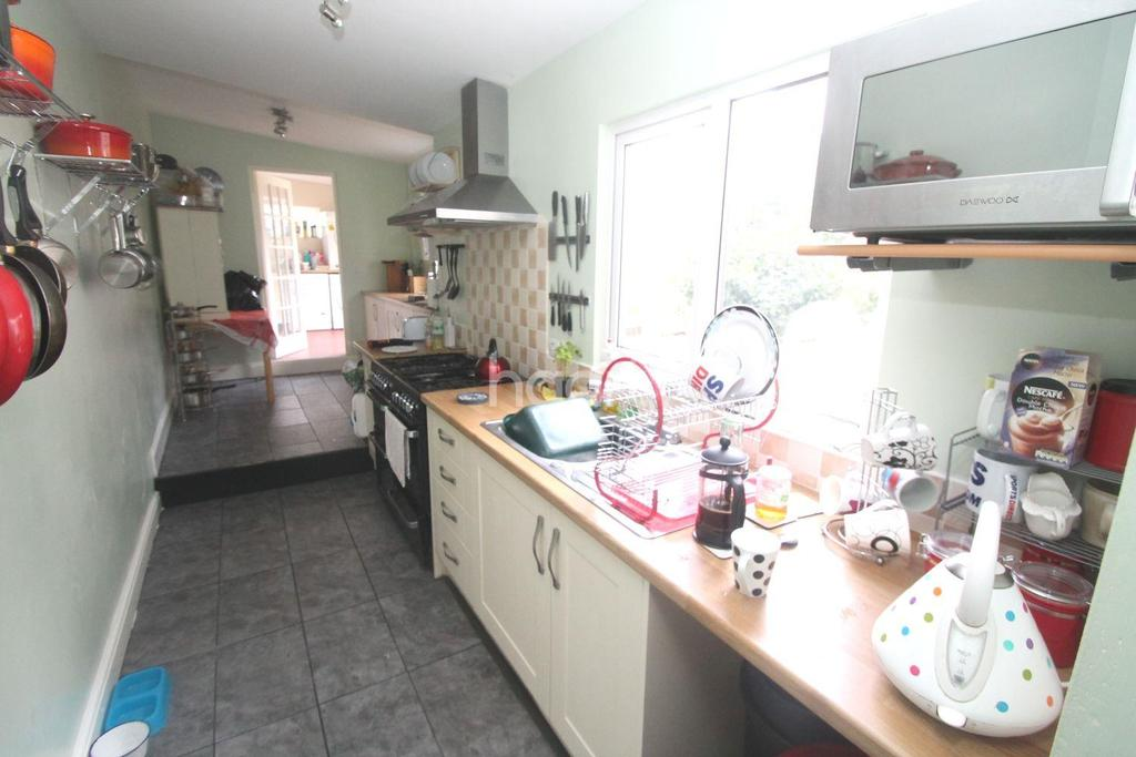 5 Bedrooms Terraced House for sale in Albert Road, Stoke
