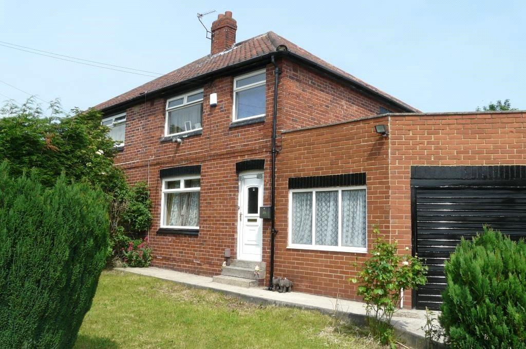 3 Bedrooms Semi Detached House for sale in Bankfield Grove, Leeds, West Yorkshire