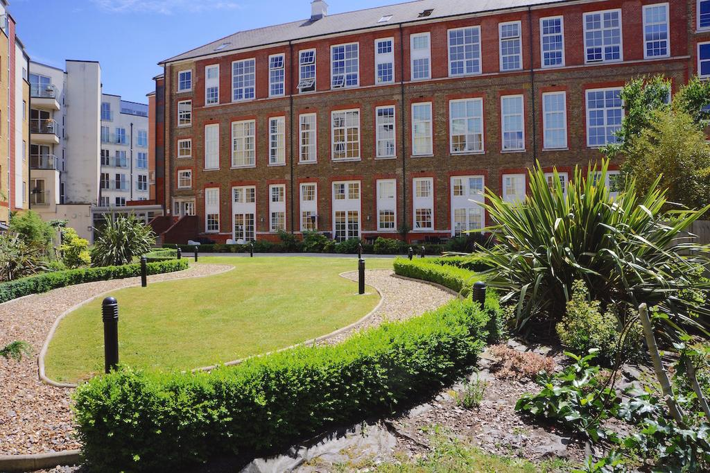 3 Bedrooms Ground Maisonette Flat for sale in 9 Enfield Road, Hackney, London N1