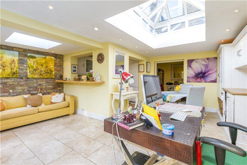 3 Bedrooms Semi Detached House for sale in Dunstable Road, Richmond, Surrey