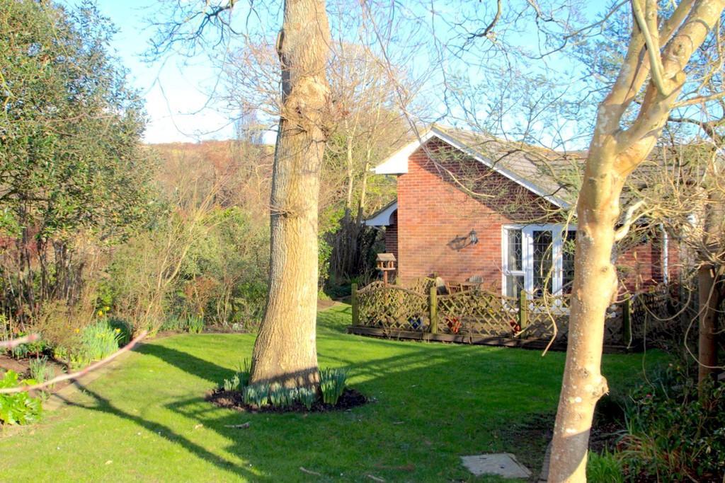 4 Bedrooms Detached Bungalow for sale in Moor Lane, Brighstone