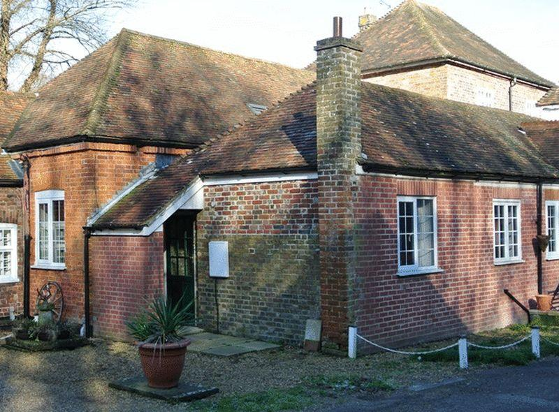 2 Bedrooms Cottage House for sale in School Road, Tilmanstone