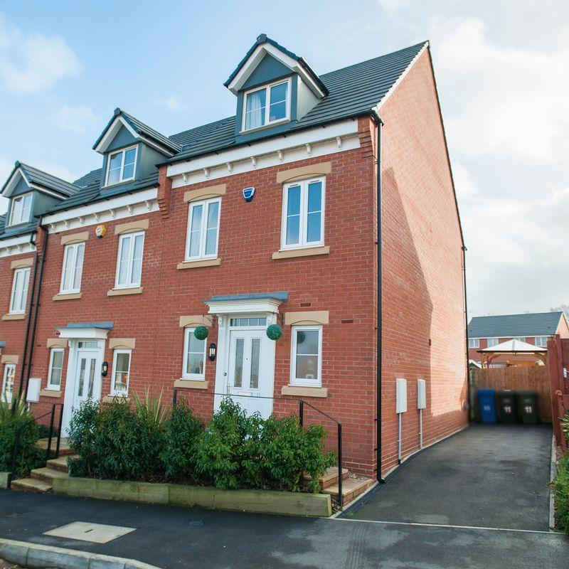 3 Bedrooms Town House for sale in Rugby Drive, Whittington Moor, S41 7GW - Immaculately Presented Throughout