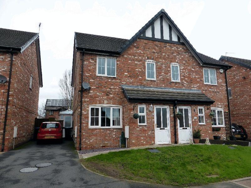 3 Bedrooms Semi Detached House for sale in The Larches, Leek
