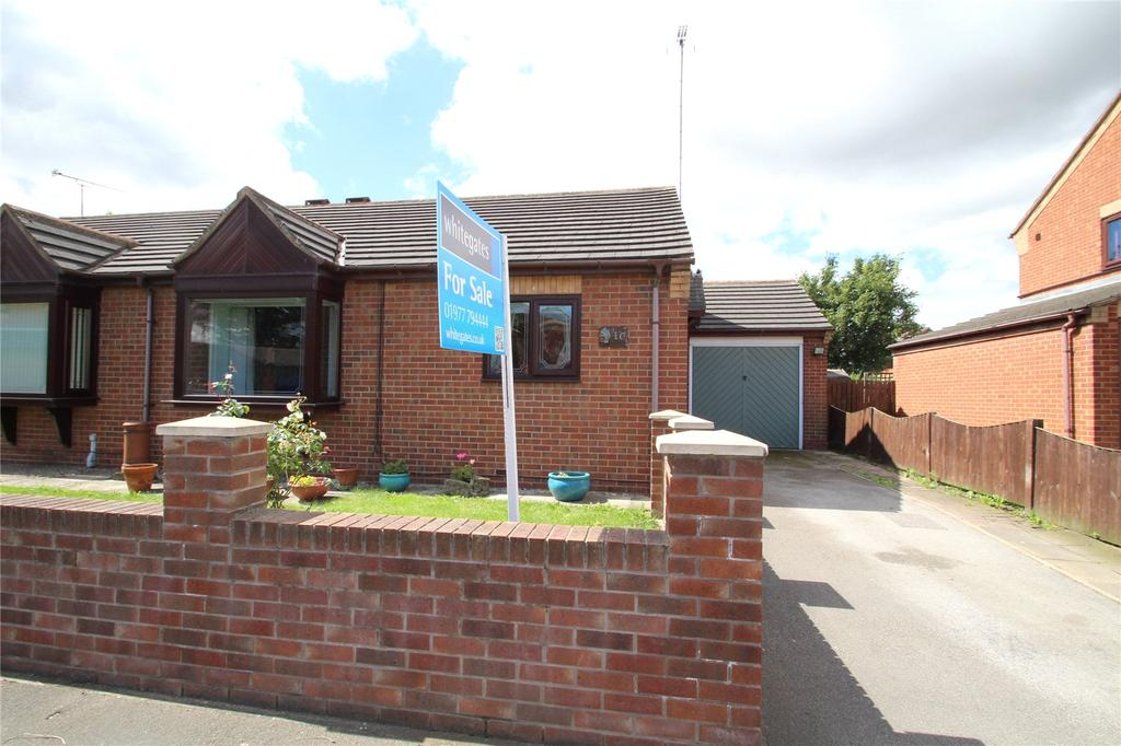 2 Bedrooms Semi Detached Bungalow for sale in Weeland Court, Knottingley, WF11