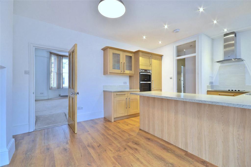 3 Bedrooms Flat for sale in Pilgrim's Lane, Hampstead, London, NW3