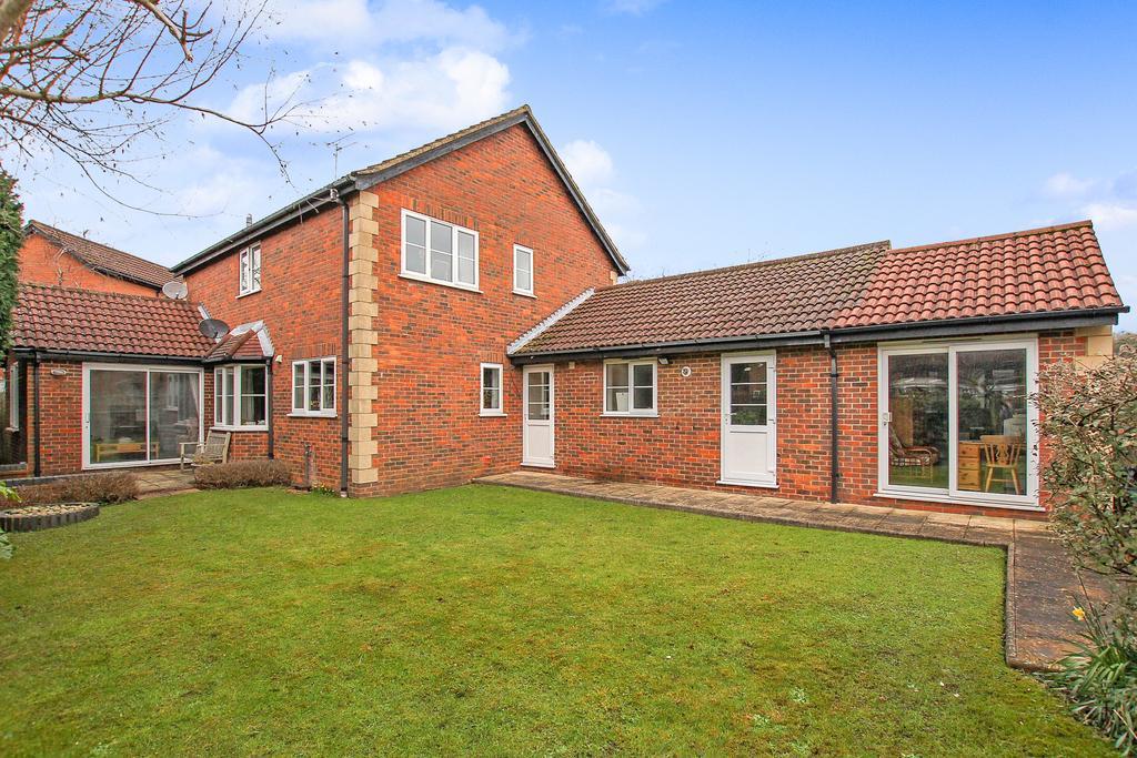 4 Bedrooms Detached House for sale in Mandelyns, Northchurch, Berkhamsted HP4