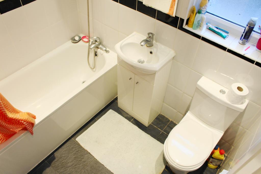 3 Bedrooms Terraced House for sale in Stamford Road, East Ham E6