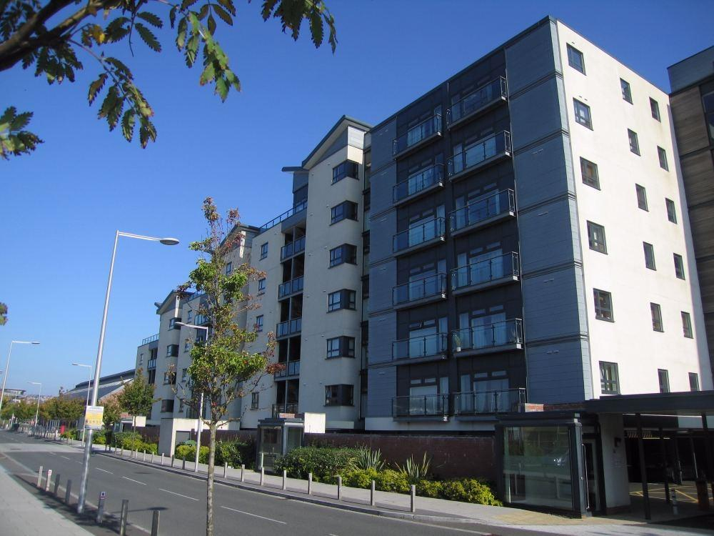 2 Bedrooms Flat for sale in Altamar, Kings Road, SWANSEA