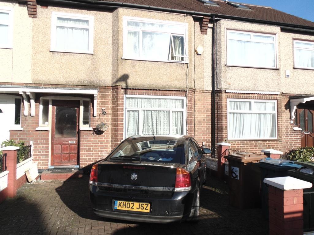 3 Bedrooms House for sale in Walton Road, Harrow, HA1