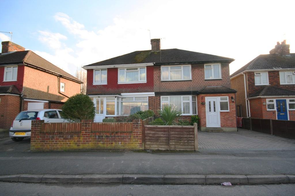 3 Bedrooms Semi Detached House for sale in Old Woking, Surrey