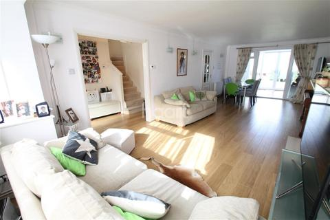 3 bedroom detached house to rent - Seafield Road, N11