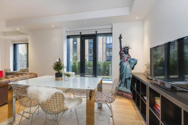 2 Bedrooms Flat for sale in Holyrood Court, 3-5 Gloucester Avenue, London, NW1