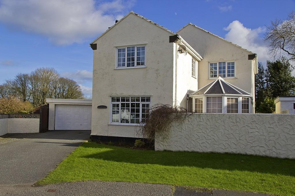 4 Bedrooms Detached House for sale in 11 Maes Y Coed, Talwrn, North Wales