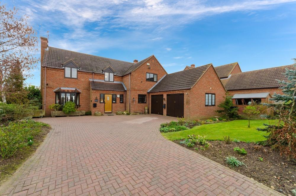 5 Bedrooms Detached House for sale in Aslackby Road, Kirkby Underwood, Lincolnshire, PE10