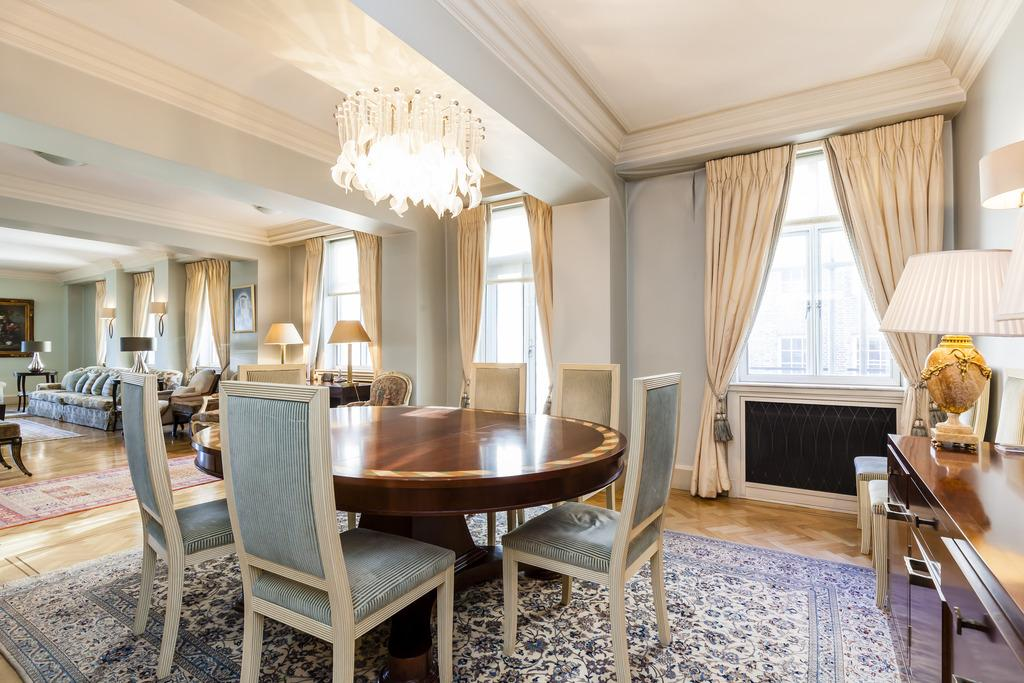 4 Bedrooms Flat for sale in Park Street, Mayfair, London, W1K