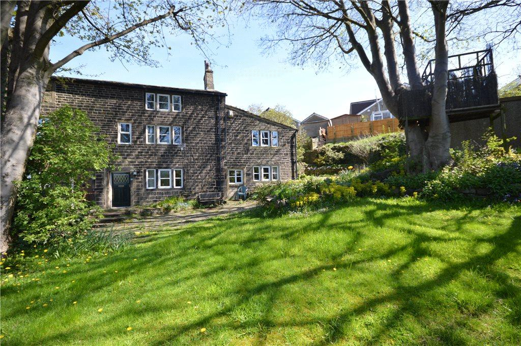 3 Bedrooms Semi Detached House for sale in Burnwells, Thackley, West Yorkshire