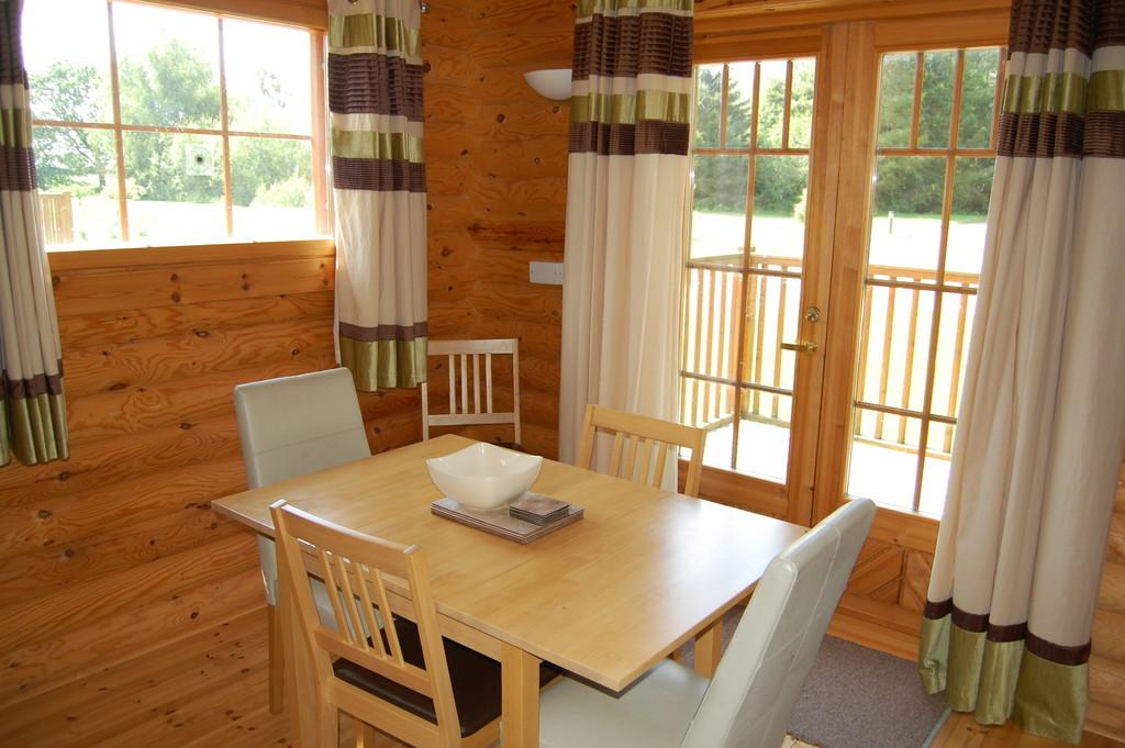 2 Bedrooms Detached Bungalow for sale in Mallard, Langmere Lakes, Frettenham