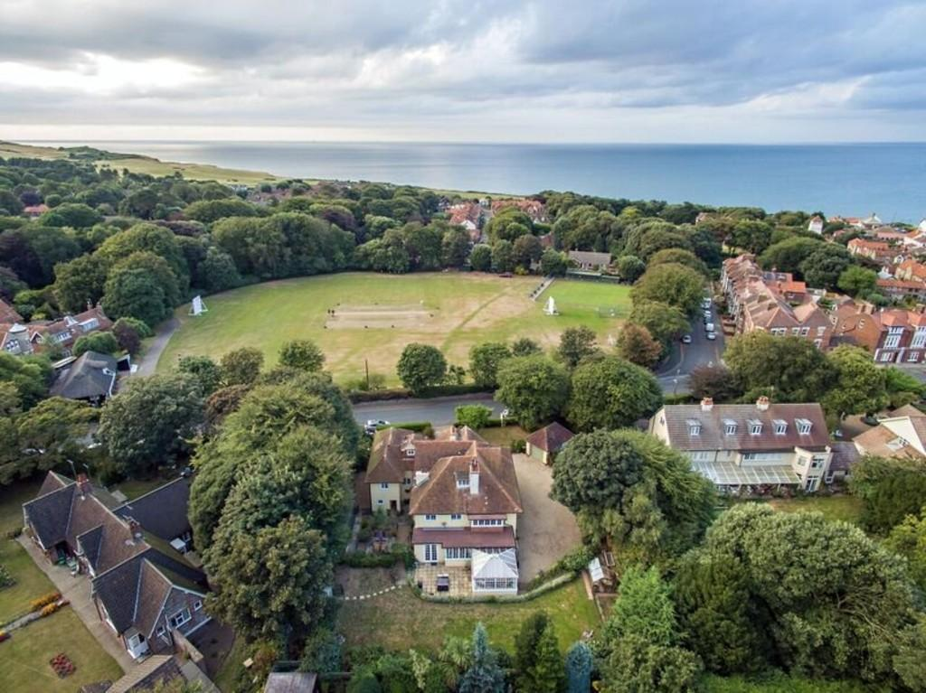 8 Bedrooms Detached House for sale in High Street, Overstrand