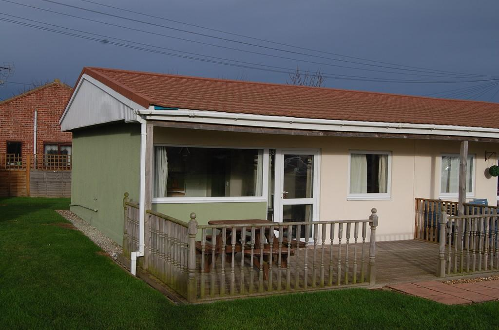 3 Bedrooms Terraced Bungalow for sale in Rainbows End Park, Mill Lane