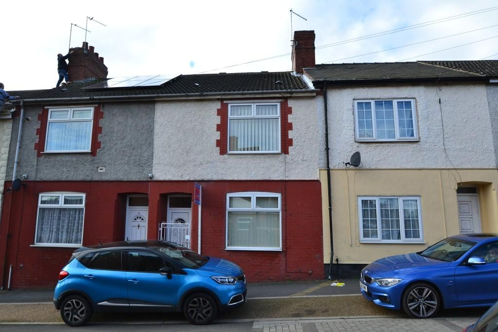 3 Bedrooms Terraced House for sale in Burton Street, South Elmsall