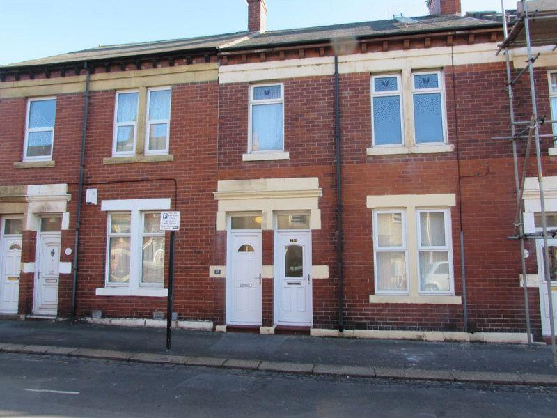 2 Bedrooms Flat for sale in Coronation Street, Wallsend - Two Bedroom First Floor Flat