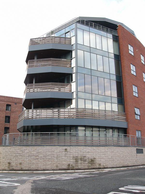 2 Bedrooms Apartment Flat for sale in Quay House, Liverpool City Centre