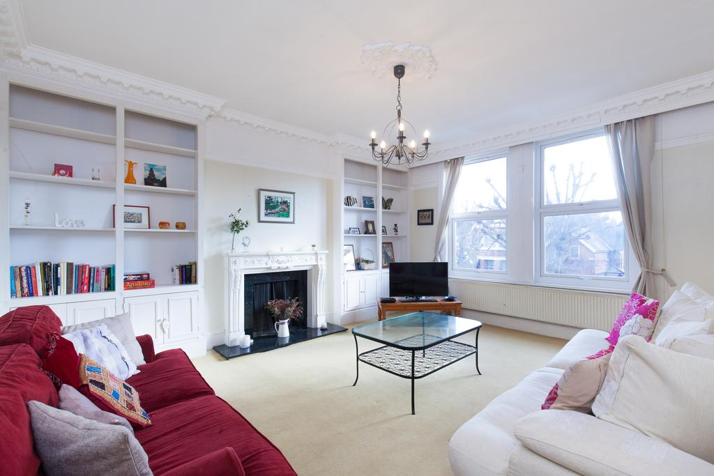 3 Bedrooms Flat for sale in Hamilton Road, Ealing