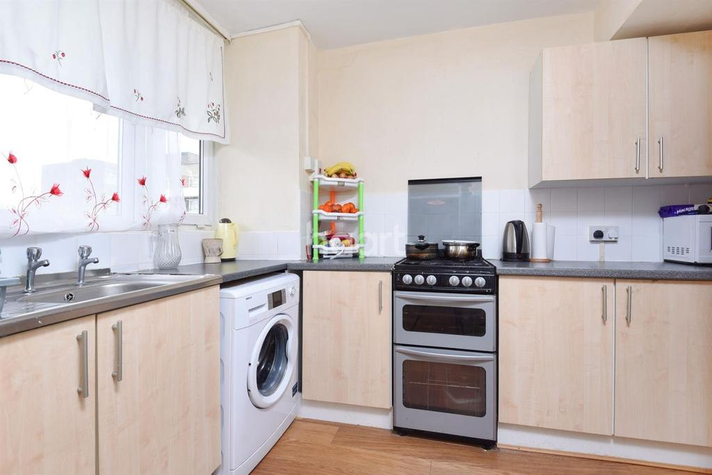 3 Bedrooms Flat for sale in Crownstone Road, Brixton, SW2