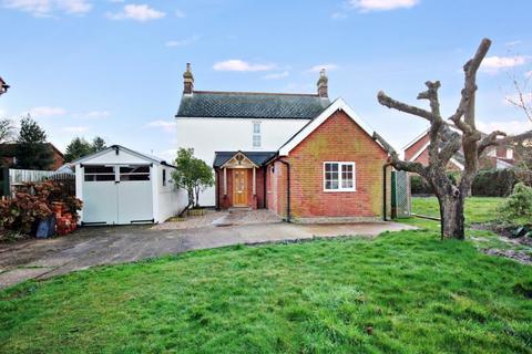 2 bedroom detached house to rent - Hazelmere, Heathfield Road, Holbrook, Ipswich