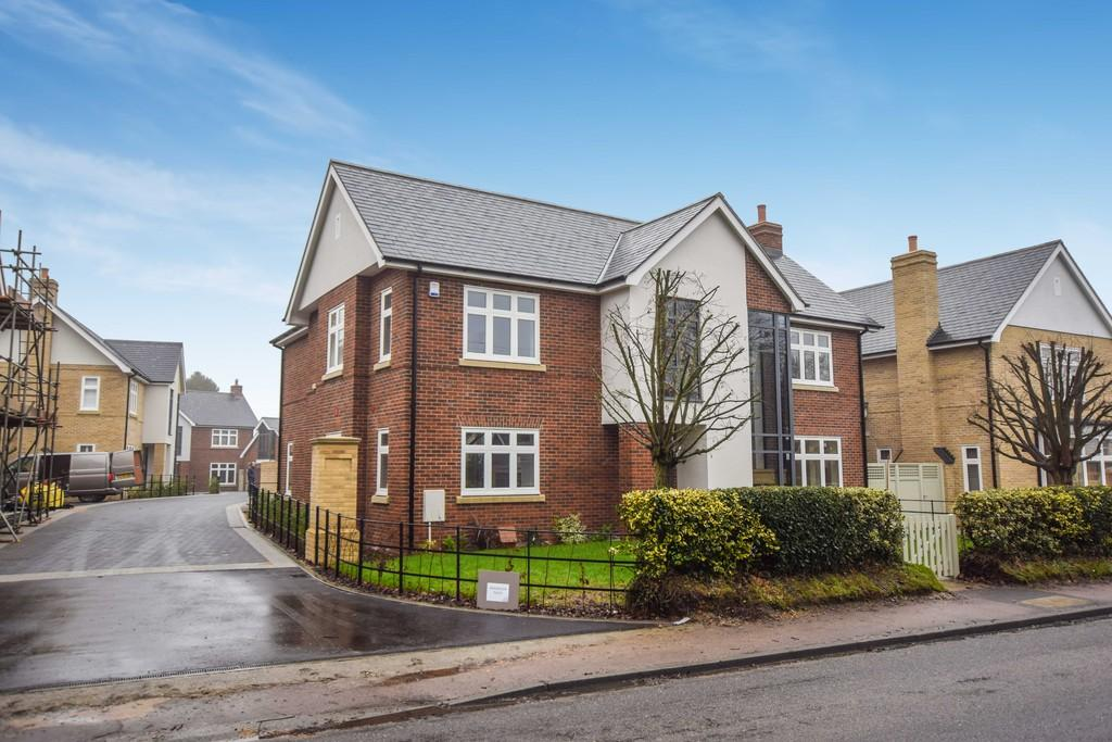 4 Bedrooms Detached House for sale in Lexden Road, West Bergholt, Colchester