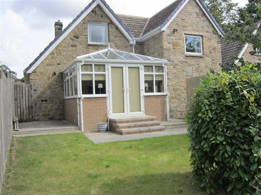 3 Bedrooms Detached Bungalow for sale in Wain Park, Berry Brow, Huddersfield, HD4