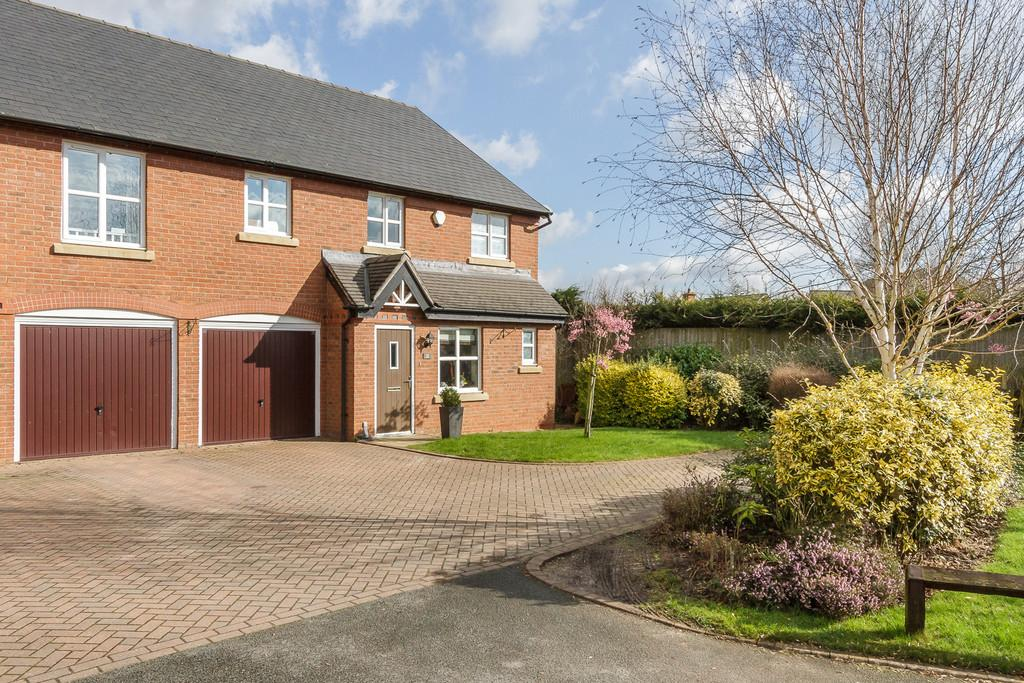 4 Bedrooms Semi Detached House for sale in Waybutt Lane, Chorlton
