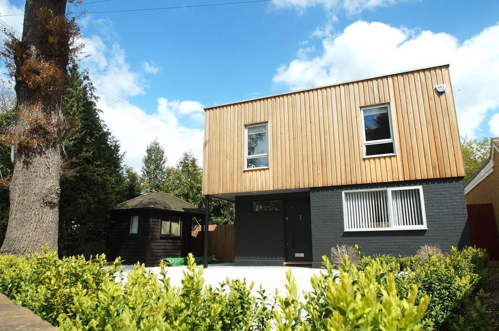 4 Bedrooms Detached House for sale in Pine Grove, Weybridge, Surrey, KT13
