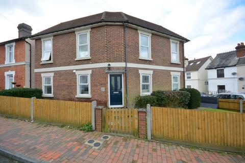 Studio to rent - Dukes Road, Tunbridge Wells