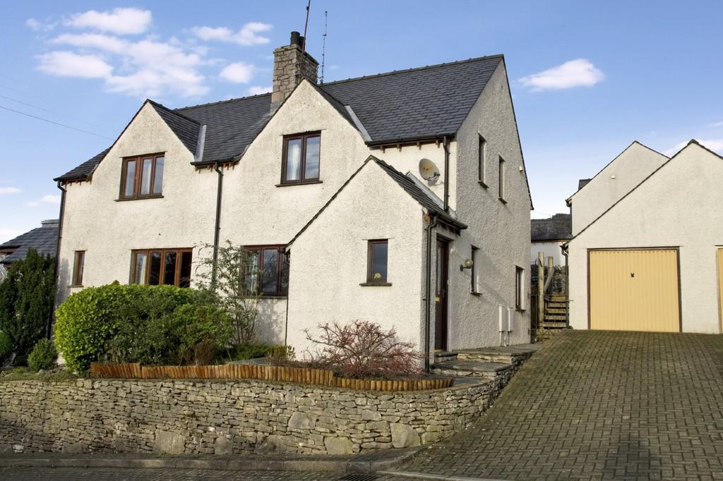 3 Bedrooms Semi Detached House for sale in 2 Stone Lands, Levens, Kendal, Cumbria, LA8 8QF