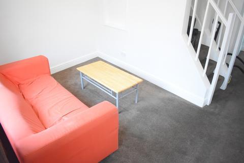 2 bedroom terraced house to rent - Fawcett Road, Southsea