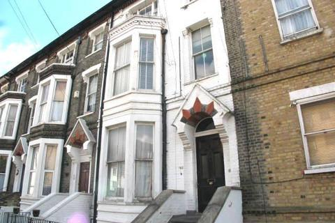 1 bedroom flat to rent - St Aubyns Road, London, SE19 3AA