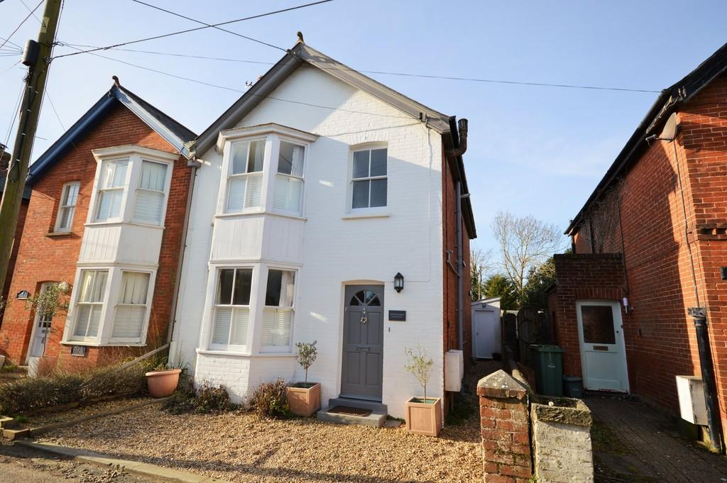 4 Bedrooms Semi Detached House for sale in Dennett Road, Bembridge