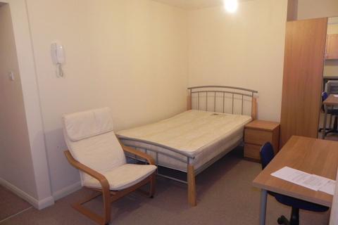 Studio to rent - Weyside Road, Guildford, GU1 1HZ