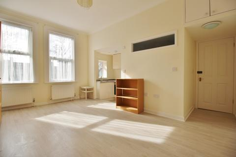 Studio to rent - Grosvenor Road, Finchley Central N3