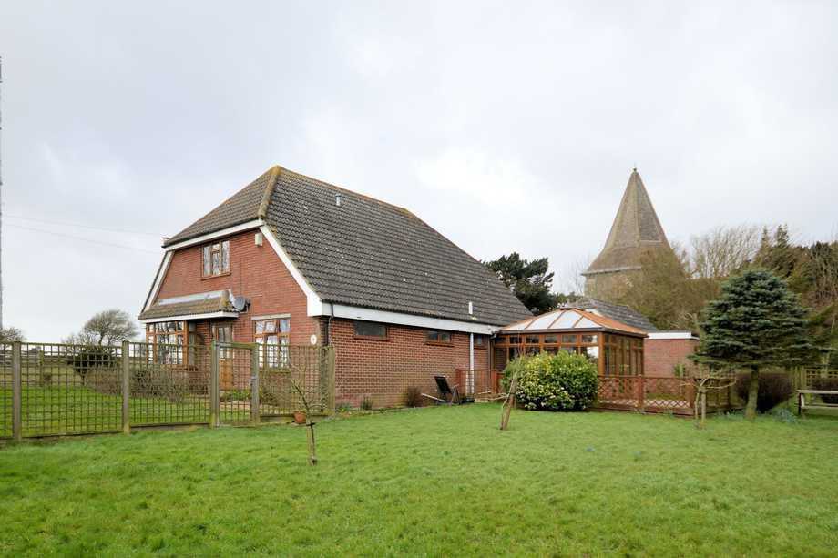 5 Bedrooms Detached House for sale in Church Hougham, CT15
