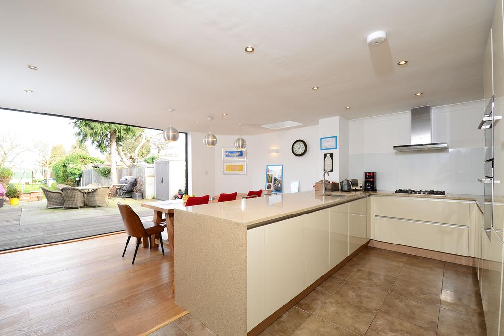 4 Bedrooms Detached House for sale in Rydens Grove, Hersham KT12