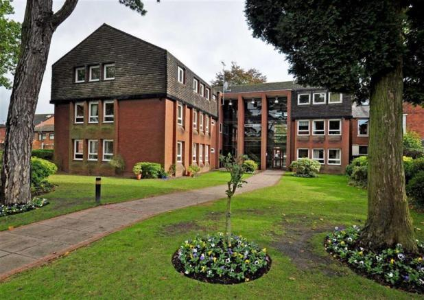 2 Bedrooms Flat for sale in College Court, Tettenhall WV6
