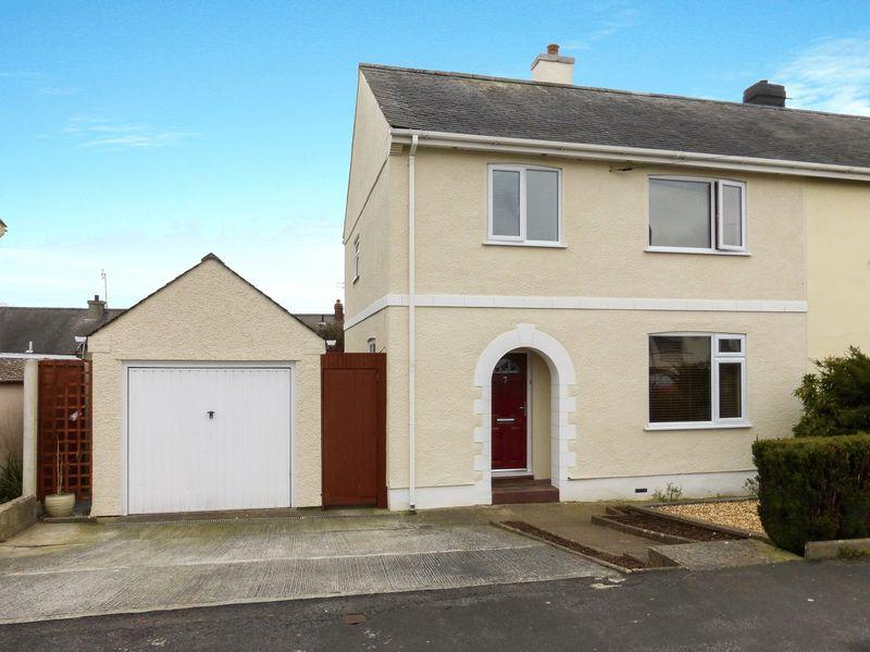 4 Bedrooms Semi Detached House for sale in Menai Bridge